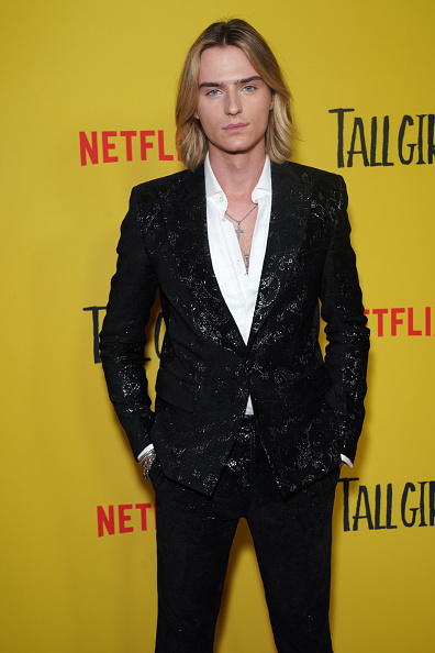 "JC Olivera「Premiere Of Netflix's ""Tall Girl"" - Red Carpet」:写真・画像(15)[壁紙.com]"