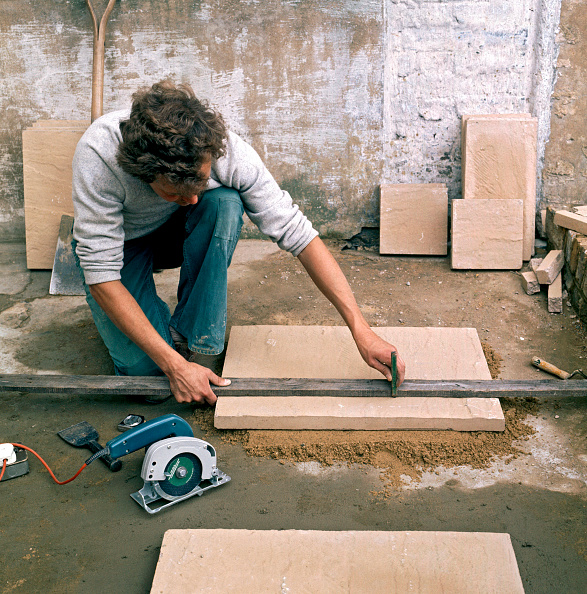 Measuring「Laying slabs on a patio」:写真・画像(11)[壁紙.com]