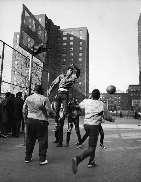 バスケットボール「Playing Basketball」:写真・画像(18)[壁紙.com]