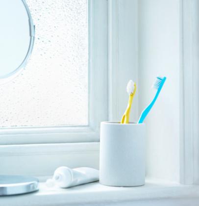 Bathroom「Tooth brushes in cup sitting on bathrrom window」:スマホ壁紙(11)