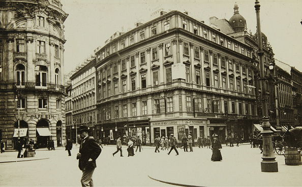 Town Square「View From St. Michael'S Square On The Corner Herrngasse」:写真・画像(18)[壁紙.com]