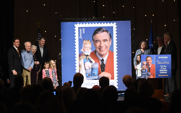 Jason Merritt「U.S. Postal Service Dedicates Mister Rogers Forever Stamp」:写真・画像(15)[壁紙.com]