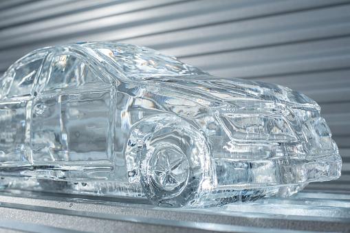 Munich「Mmelting car made of ice」:スマホ壁紙(2)