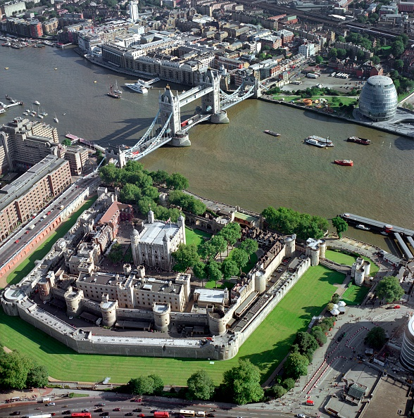 Water's Edge「Tower of London, Tower Bridge and City Hall, London, 2000s」:写真・画像(6)[壁紙.com]