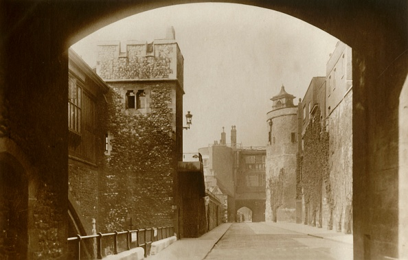 Post - Structure「Tower Of London St Thomass And The Bell Tower C」:写真・画像(19)[壁紙.com]
