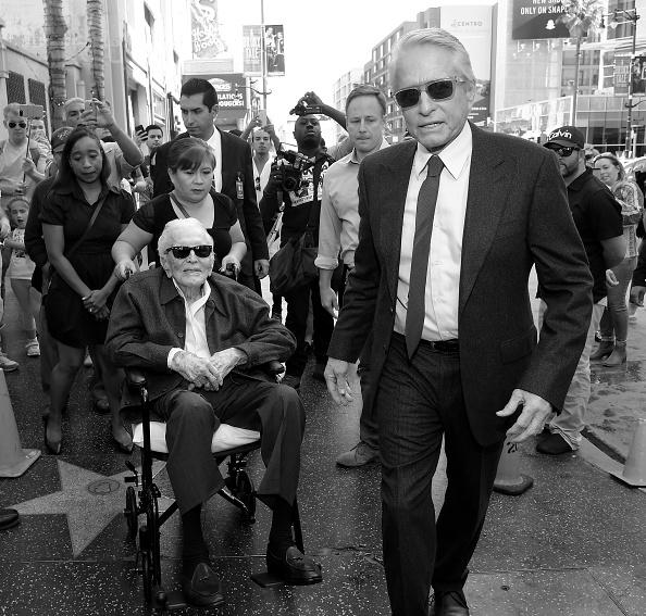 Boulevard「Hollywood Walk of Fame Ceremony Honoring Michael Douglas」:写真・画像(16)[壁紙.com]