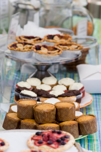 Market Stall「Pastries and cupcakes at a charity fundraiser bake sale」:スマホ壁紙(13)