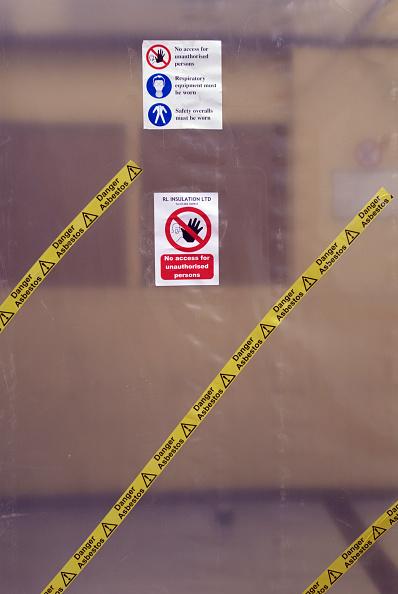 Risk「Protective plastic sheeting at asbestos removal」:写真・画像(15)[壁紙.com]