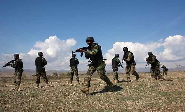 Taliban「Pakistani Army Patrols Taliban Stronghold On Afghan Border」:写真・画像(17)[壁紙.com]