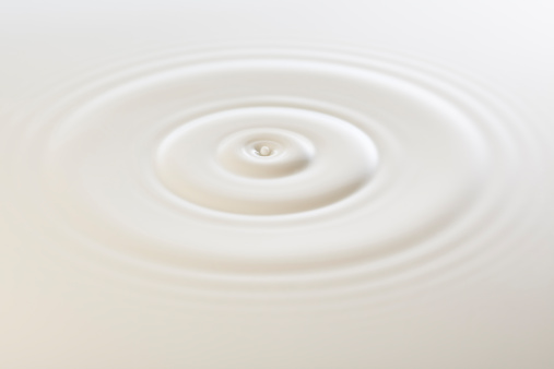 Abstract Backgrounds「Drop of milk」:スマホ壁紙(11)
