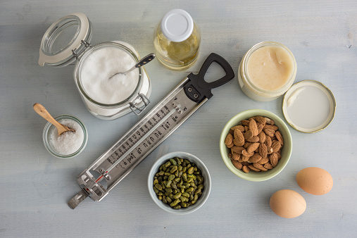 Seasoning「Thermometer and ingredients for making turron, elevated view」:スマホ壁紙(18)