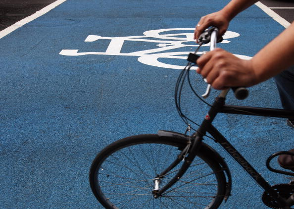 Riding「Cyclists Use The Mayor's First Cycle Superhighway」:写真・画像(15)[壁紙.com]