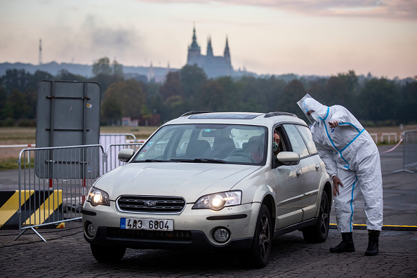 Protection「Czech Republic Sets Up Drive-In Polling Stations For Quarantined Voters」:写真・画像(4)[壁紙.com]