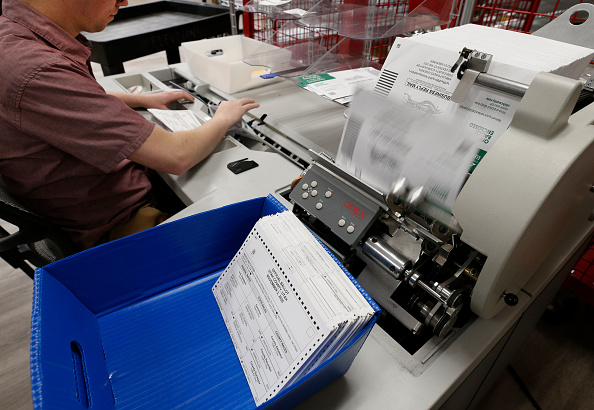 Post - Structure「Utah County Officials Pick Up Early Voting Ballots From Dropboxes For Processing」:写真・画像(8)[壁紙.com]