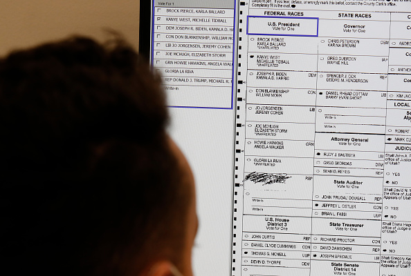 Post - Structure「Utah County Officials Pick Up Early Voting Ballots From Dropboxes For Processing」:写真・画像(9)[壁紙.com]