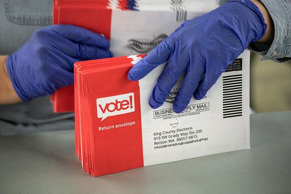 民主主義「Election Officials Process Primary Votes In Coronavirus-Hit King County WA」:写真・画像(10)[壁紙.com]
