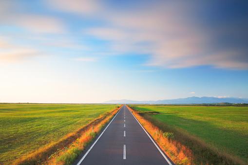 Hokkaido「Rural Road Through Fields」:スマホ壁紙(14)