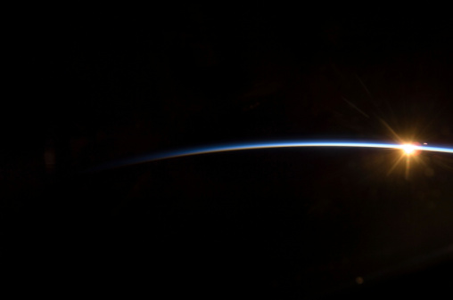 Growth「July 17, 2009 - Sunrise as viewed from the STS-127 crew in space.」:スマホ壁紙(18)