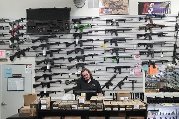 アメリカ合州国「Activists Hold Protest At Rifle Manufacturer In Illinois」:写真・画像(10)[壁紙.com]