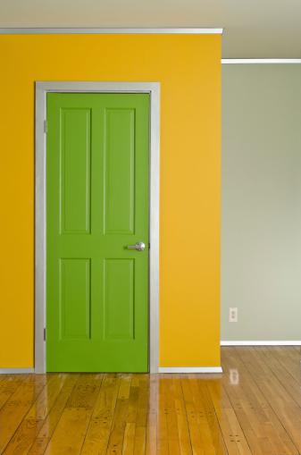 カラフル「グリーンインテリアのドア」:スマホ壁紙(14)