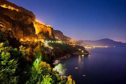 アマルフィ海岸「Amalfi coast at dusk」:スマホ壁紙(8)