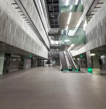 Escalator「Empty interior ground floor of a modern office building 」:スマホ壁紙(19)