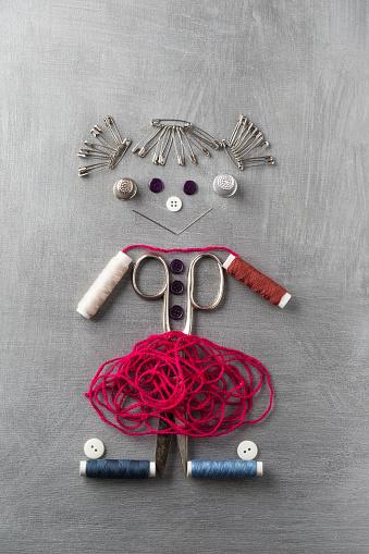擬人化「Sewing items building figur of a smiling girl on grey background」:スマホ壁紙(7)