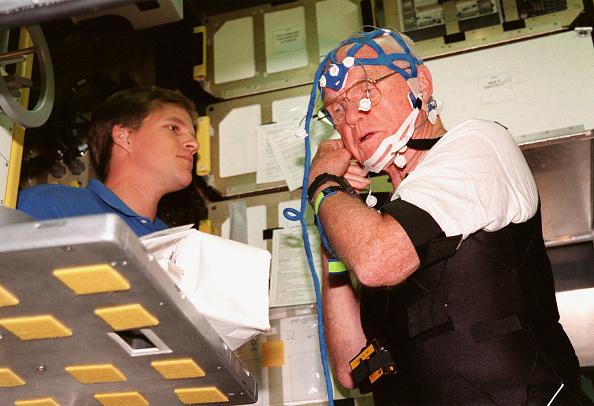 Hubble Space Telescope「STS-95 Payload Specialist John Glenn」:写真・画像(0)[壁紙.com]
