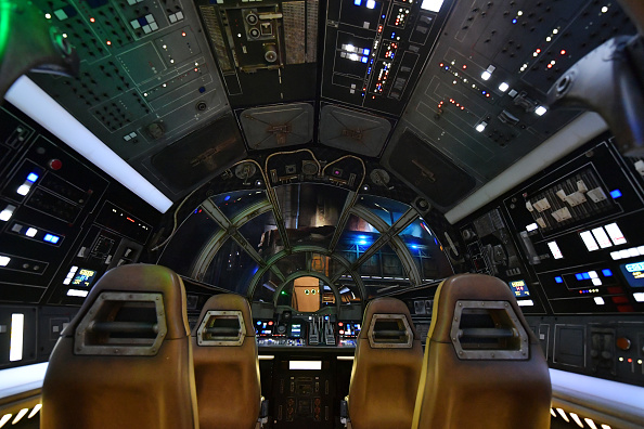 At The Edge Of「Star Wars: Galaxy's Edge Media Preview At The Disneyland Resort」:写真・画像(15)[壁紙.com]