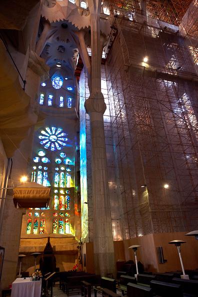サグラダ・ファミリア「Inside the Sagrada Familia Cathedral」:写真・画像(19)[壁紙.com]