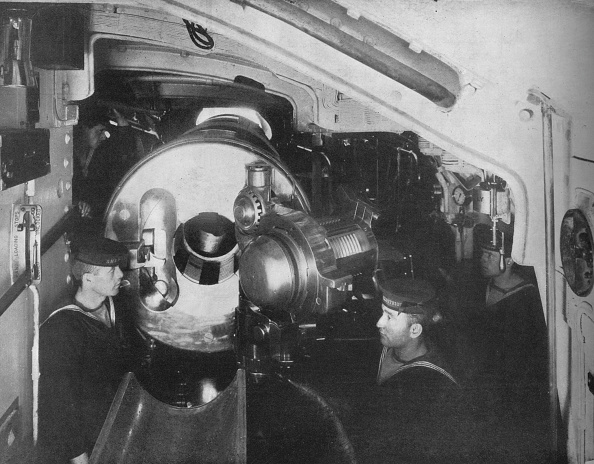 Sailor「Inside The Barbette Of A Battleship Showing The Opened Breech Of A 135 Inch Gun 1914」:写真・画像(0)[壁紙.com]