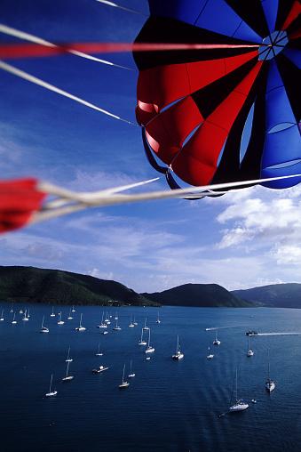 Parasailing「Parasailing above the British Virgin Islands」:スマホ壁紙(10)