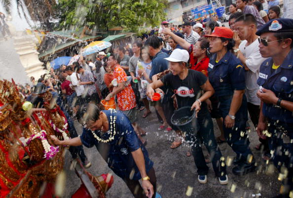 Paying「Thailand Celebrates Lunar New Year」:写真・画像(10)[壁紙.com]