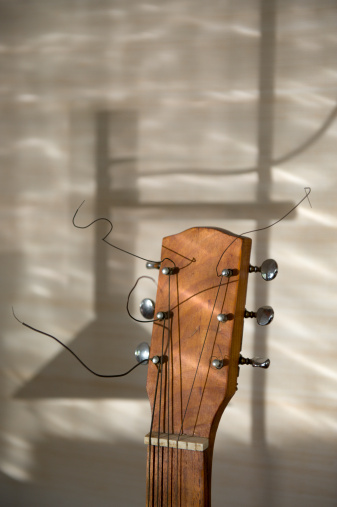 Guitar「Homemade guitar like instrument with the shadow of a lamp in the background」:スマホ壁紙(4)