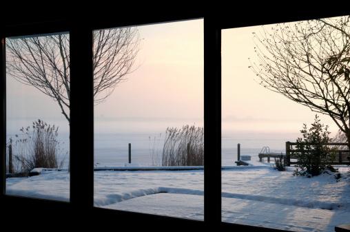 フレンチドア「冬の屋外」:スマホ壁紙(18)