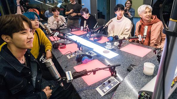 "Kim Tae-Hyung「BTS Visits ""The Elvis Duran Z100 Morning Show""」:写真・画像(13)[壁紙.com]"
