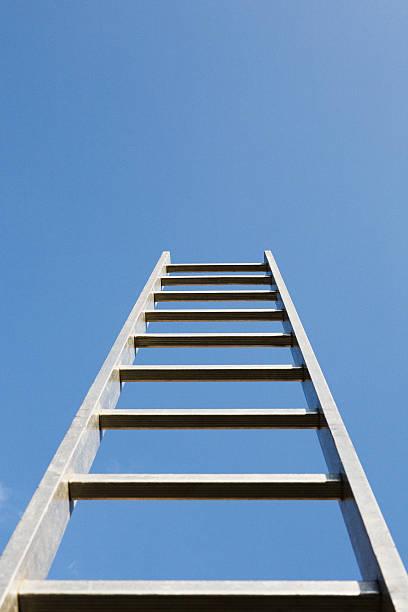 A ladder alone outdoors:スマホ壁紙(壁紙.com)