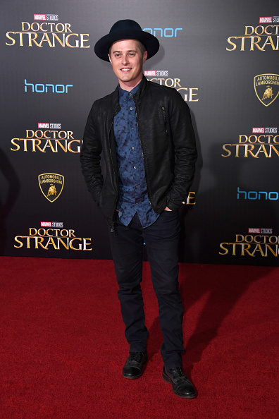 ルーカス グラビール「Premiere Of Disney And Marvel Studios' 'Doctor Strange' - Arrivals」:写真・画像(16)[壁紙.com]