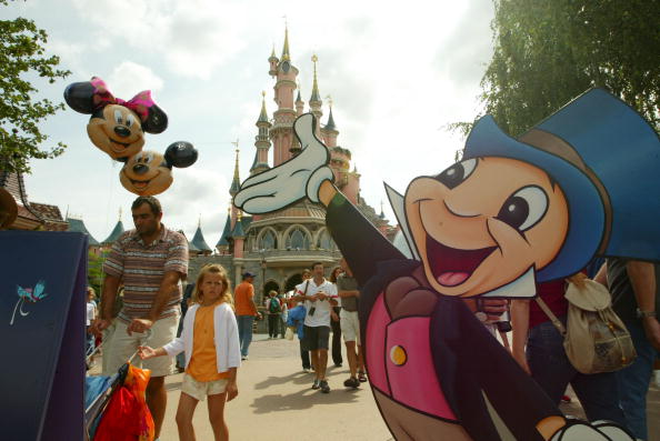 ミッキーマウス「Disneyland Paris Becomes One Of Europe's Most Popular Attractions 」:写真・画像(7)[壁紙.com]