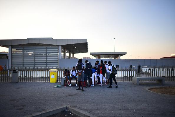 Bus「Migrants Seek Access To Europe Through Ceuta Exclave」:写真・画像(6)[壁紙.com]