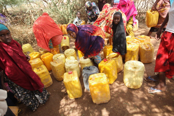Waiting In Line「Displaced People At Dadaab Refugee Camp As Severe Drought Continues To Ravage East Africa」:写真・画像(8)[壁紙.com]