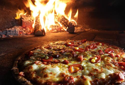 Temptation「Pizzas in pizza oven」:スマホ壁紙(1)