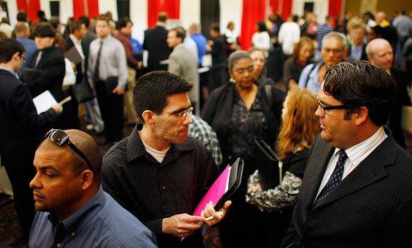 Davie - Florida「People Search For Employment, As Number Of Jobless Claims Passes 5 Million」:写真・画像(17)[壁紙.com]