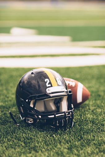 Competitive Sport「Black Football Helmet on Field」:スマホ壁紙(9)
