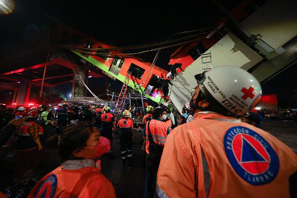 Mexico City「Metro Bridge Collapses in Mexico City」:写真・画像(1)[壁紙.com]