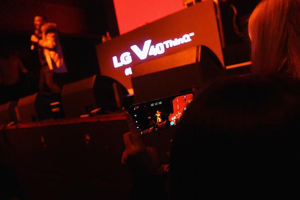 Dave Kotinsky「5 Boroughs. 5 Nights. 5 Views with the LG V40 ThinQ」:写真・画像(0)[壁紙.com]