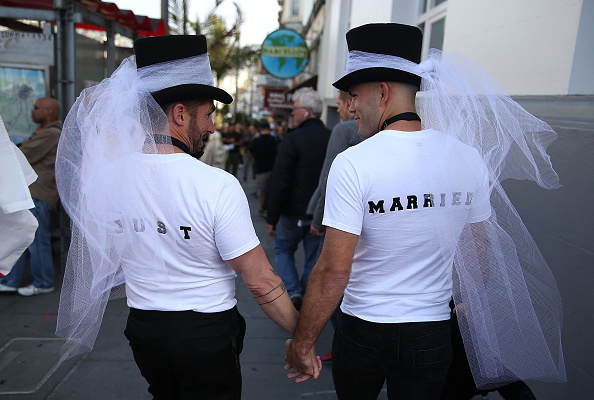 Married「Celebrations Take Part Across Country As Supreme Court Rules In Favor Of Gay Marriage」:写真・画像(14)[壁紙.com]