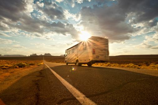 Sagebrush「RV drives down the highway」:スマホ壁紙(6)