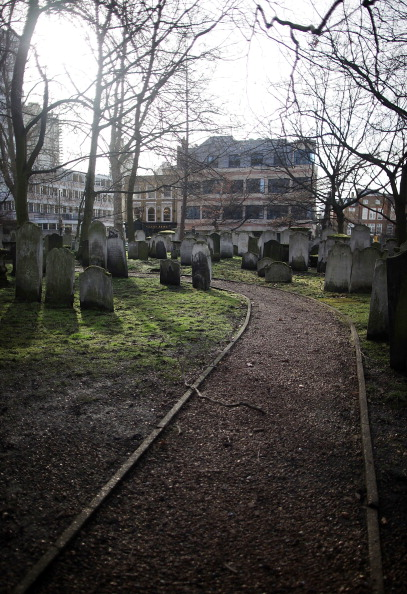 Footpath「Cemetery For Noncomformist Writers Is Awarded Grade I Listed Status By English Heritage」:写真・画像(3)[壁紙.com]