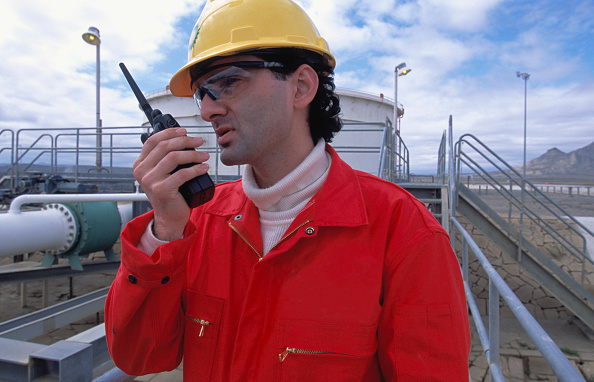 Giles「Oil worker using walkie talkie」:写真・画像(9)[壁紙.com]